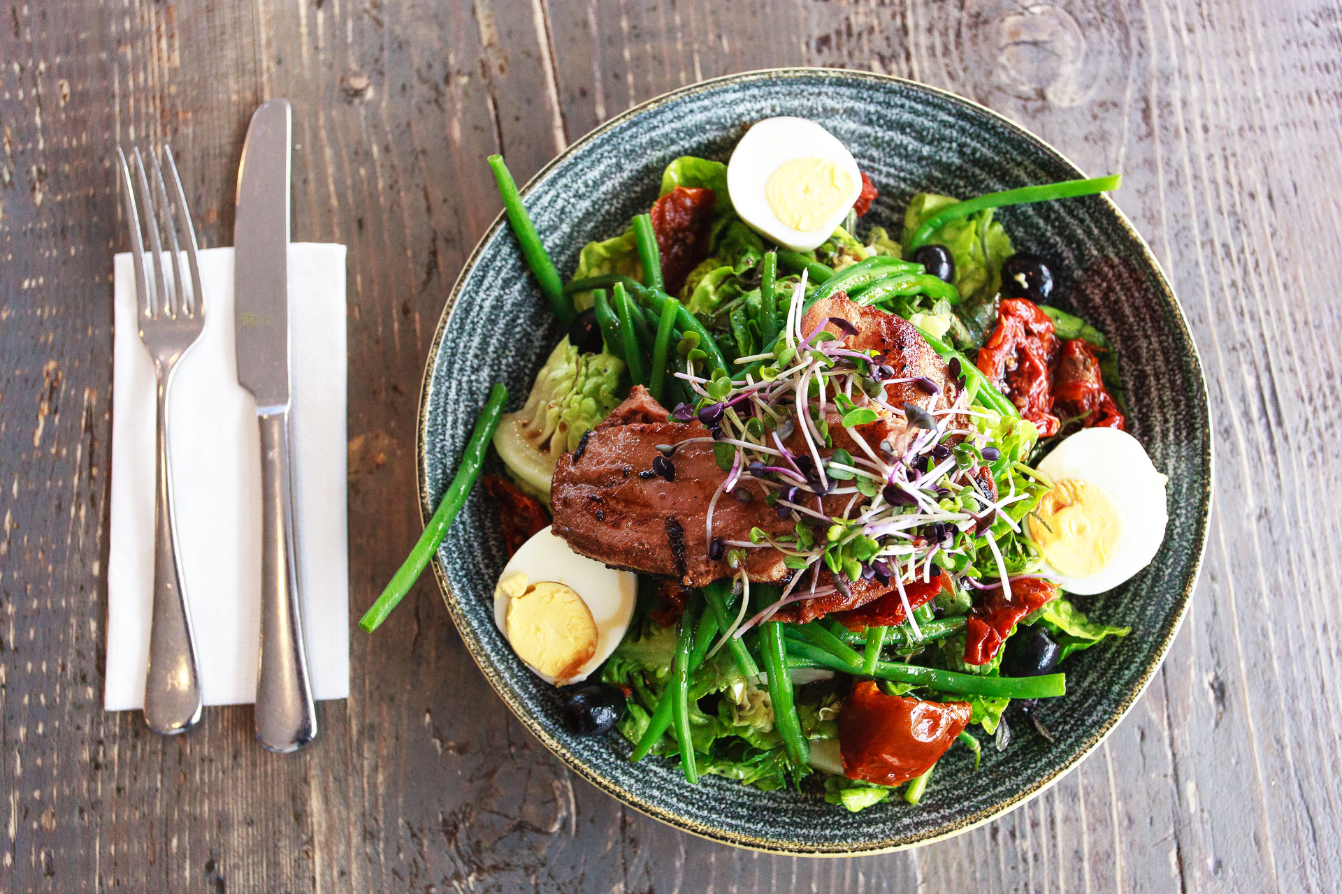 kellys-cafe-bacon-salad